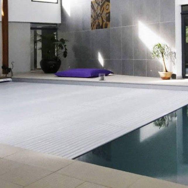 Un volet de piscine immergé personnalisable