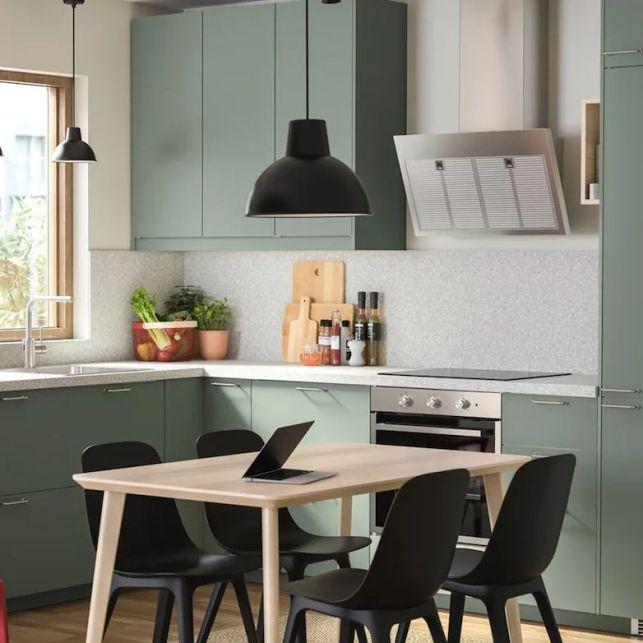 Une cuisine en angle responsable et colorée