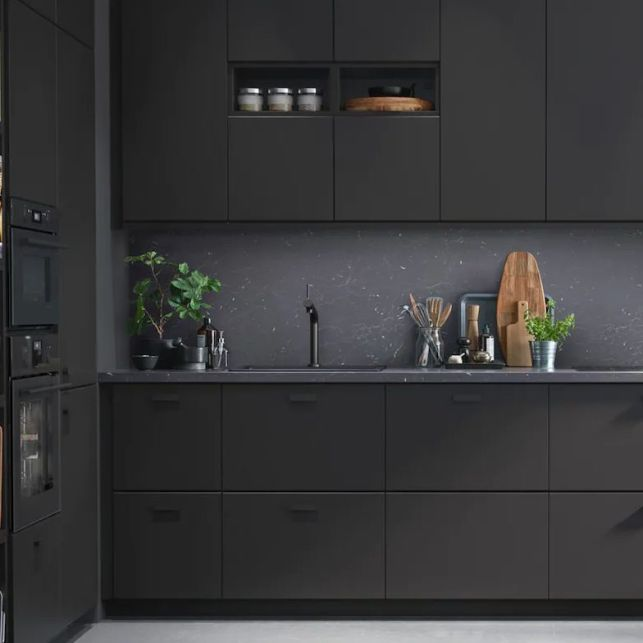 Une cuisine en angle noire tendance
