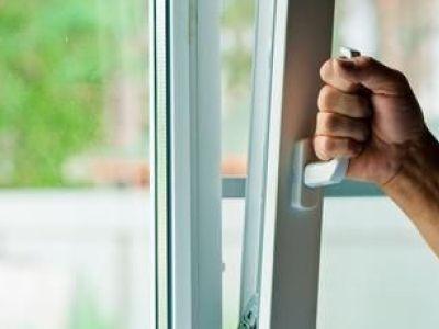 La fenêtre oscillo-battante