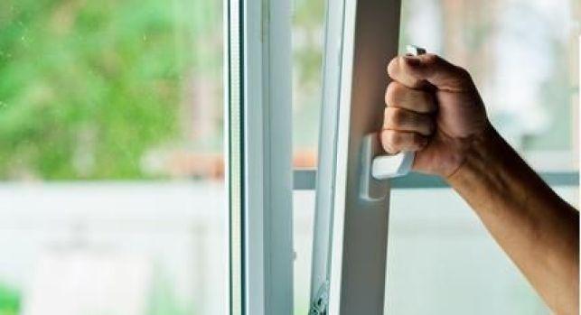 Ouverture d'une fenêtre oscillo-battante