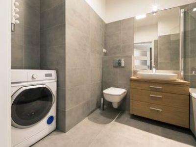 Installer un coin buanderie dans une salle de bain