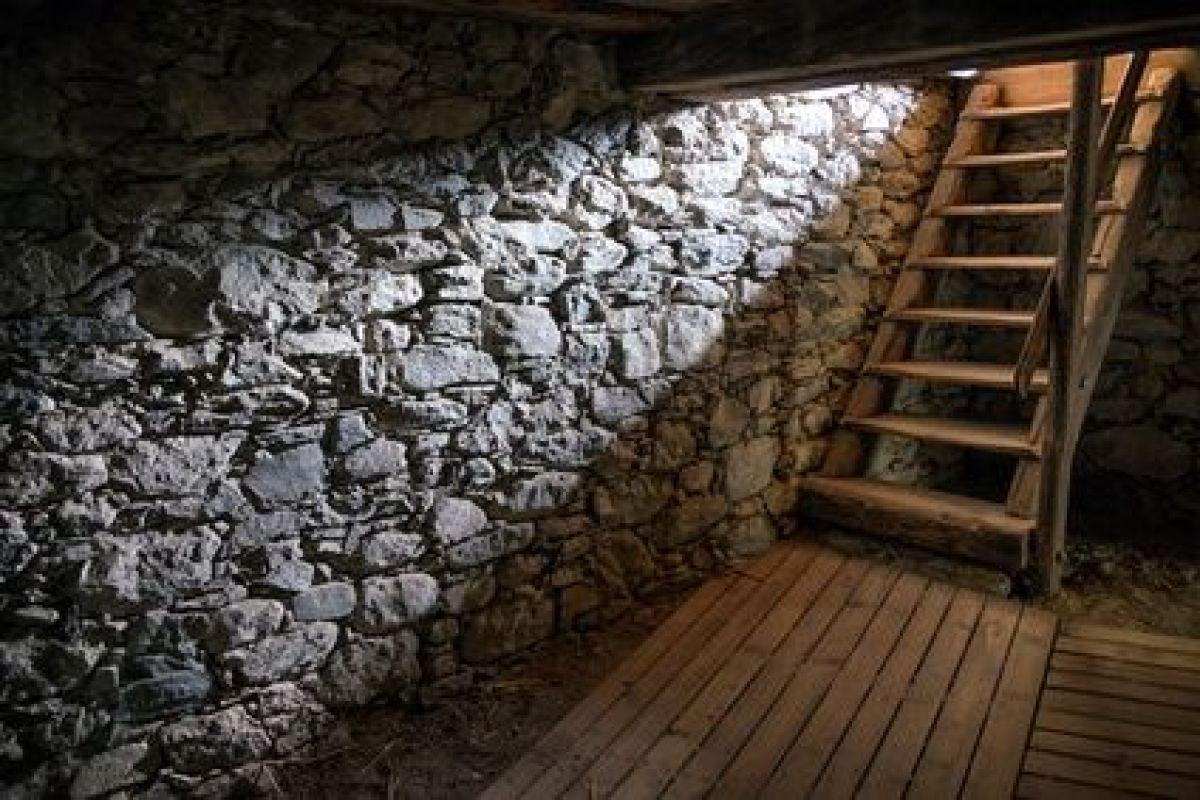 Refaire Escalier Trop Raide installer un escalier pour accéder à une cave