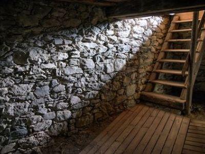 Installer un escalier pour accéder à une cave