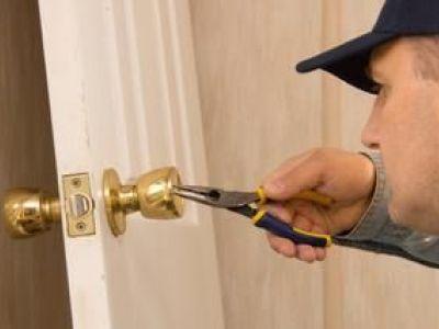 Comment poser une serrure de porte ?