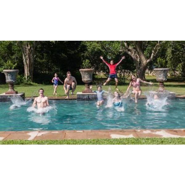Jardin avec piscine faire appel un paysagiste for Piscine de jardin gonflable castorama