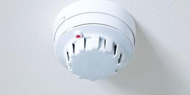 L'alarme de maison anti-incendie