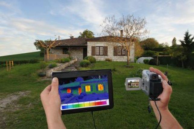 L'audit énergétique est réalisé par un professionnel avec caméra thermographique