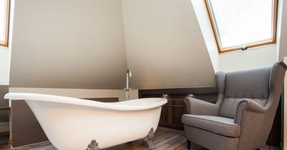 l entretien d une baignoire nettoyer efficacement sa. Black Bedroom Furniture Sets. Home Design Ideas