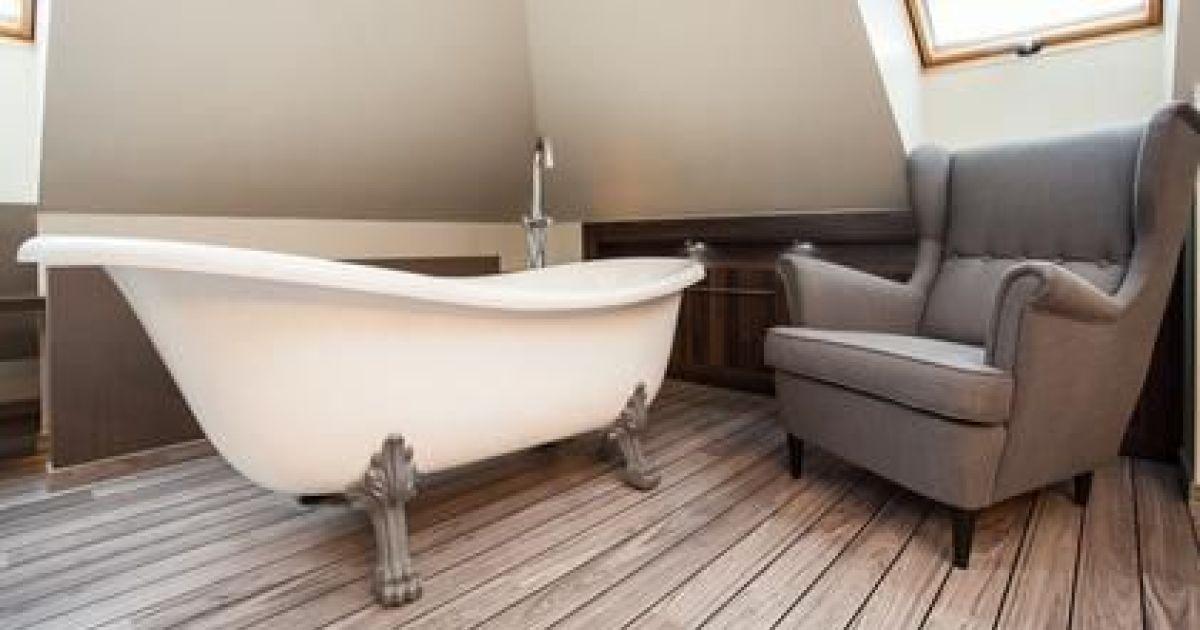 La baignoire sur pieds moderne et retro la fois - Baignoire ilot sur pied ...