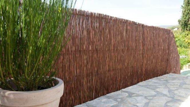 clot re de jardin les panneaux d osier tress d coratifs et discrets. Black Bedroom Furniture Sets. Home Design Ideas
