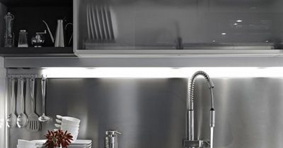 Pose d une credence en inox magnifique mur de cuisine en mosaique inox melange de carreaux poli - Poser une credence ...
