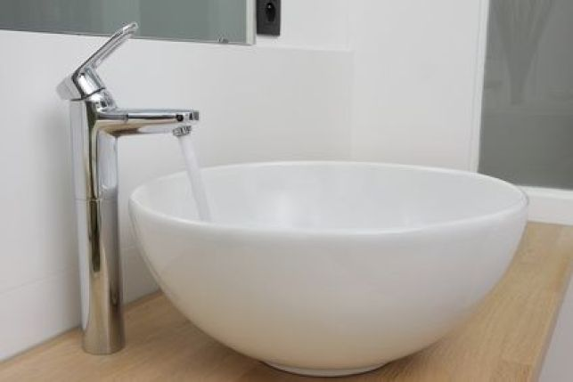 La pose d'un robinet