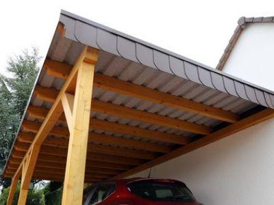 La toiture d'un carport