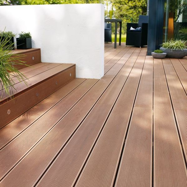 Lame de terrasse en composite rouge par castorama - Lame composite clipsable ...