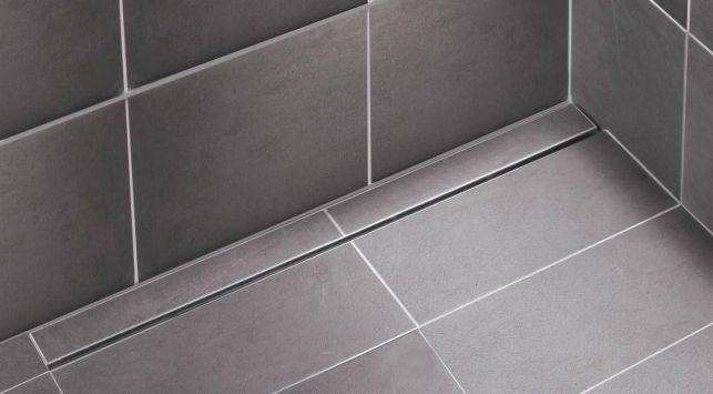 Le caniveau d'évacuation d'une douche à l'italienne : discret et esthétique