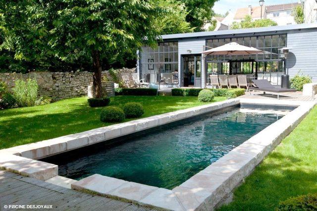 Le couloir de nage : une grande piscine tout en longueur