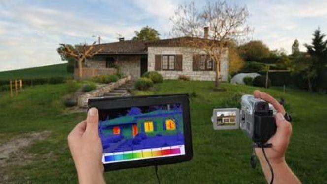 Les caméras thermiques permettent de détecter les pertes de chaleur. Elles sont souvent utilisées dans le cadre d'un DPE