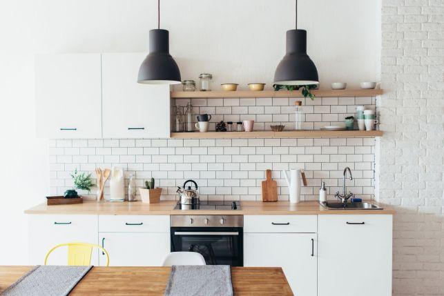 Le plan de travail de cuisine en bois
