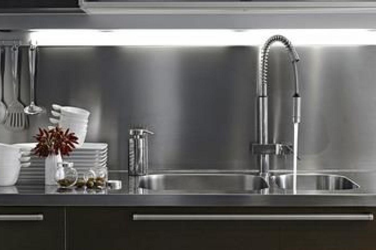 Colle Pour Plan De Travail Cuisine un plan de travail en inox pour une cuisine de chef !