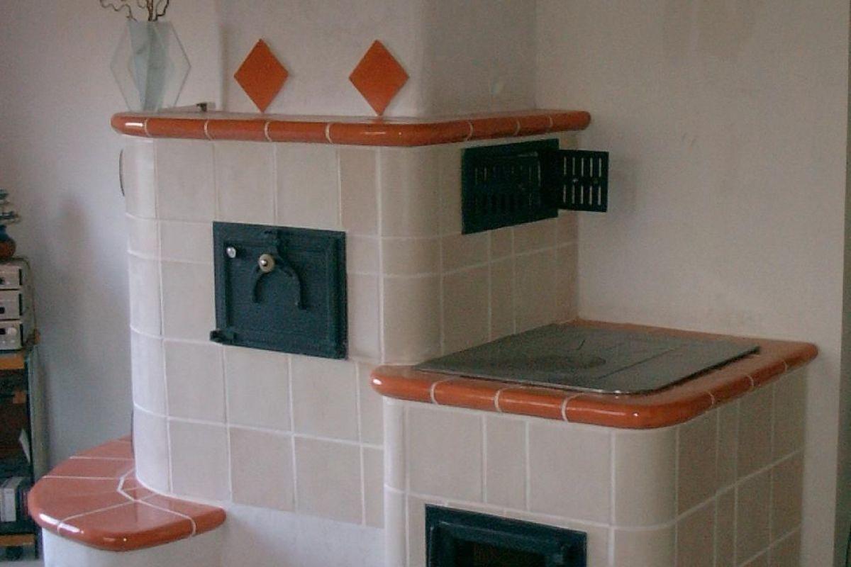 Poele En Faience Alsacien le poêle en faïence, la cheminée typiquement alsacienne