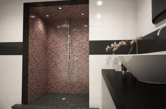Douche avec revêtement mosaïque