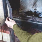 Le tiroir à cendre d'une cheminée