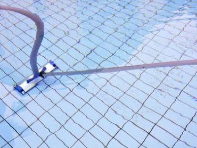 Les balais et aspirateurs de piscine