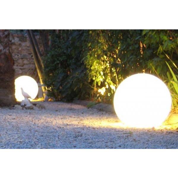 Les boules lumineuses d coratives pour votre jardin for Boule lumineuse piscine