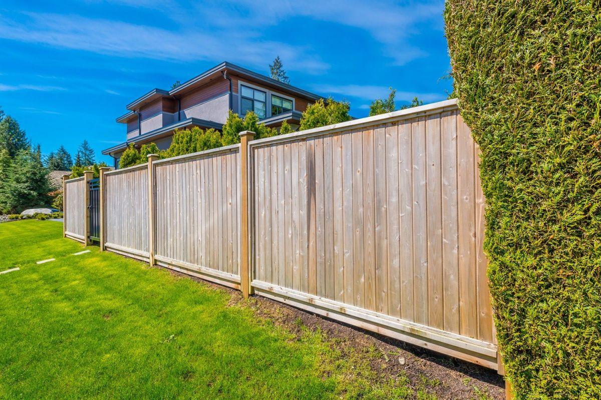 Petite Cloture De Jardin Blanche les clôtures en bois : durables et chaleureuses