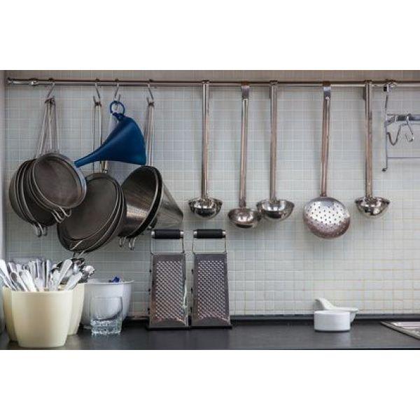 Les diff rents accessoires pour cr dences de cuisine for Barre de credence cuisine
