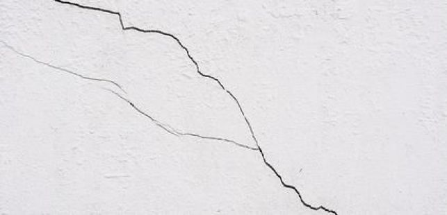 Les fissures mouvantes sur murs et façades