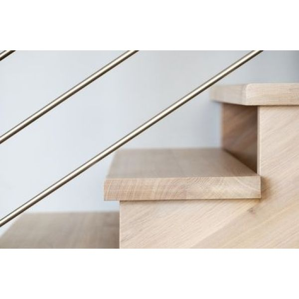 Les nez de marche d un escalier for Carrelage avec nez de marche