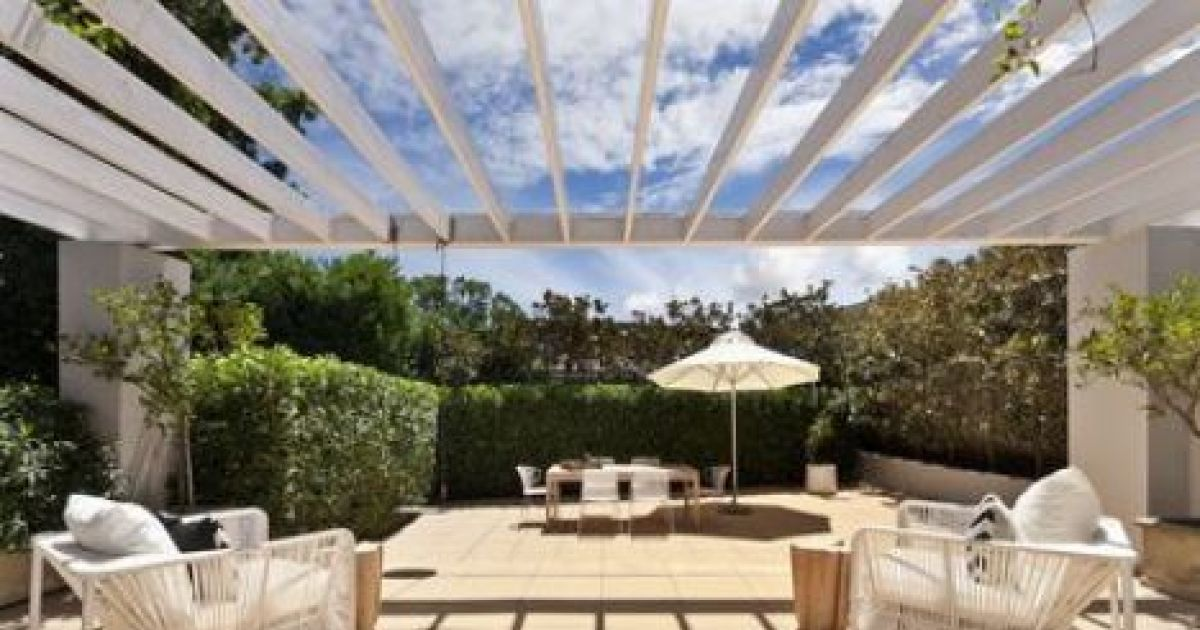 les pergolas en kit pour jardin rapides et faciles. Black Bedroom Furniture Sets. Home Design Ideas