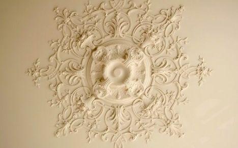 les rosaces de plafond d corer et donner du relief au plafond. Black Bedroom Furniture Sets. Home Design Ideas