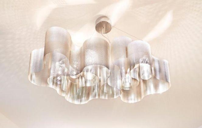 Ce joli luminaire adopte une forme très souple pour une diffusion de lumière chaleureuse. © Thierry Vidé