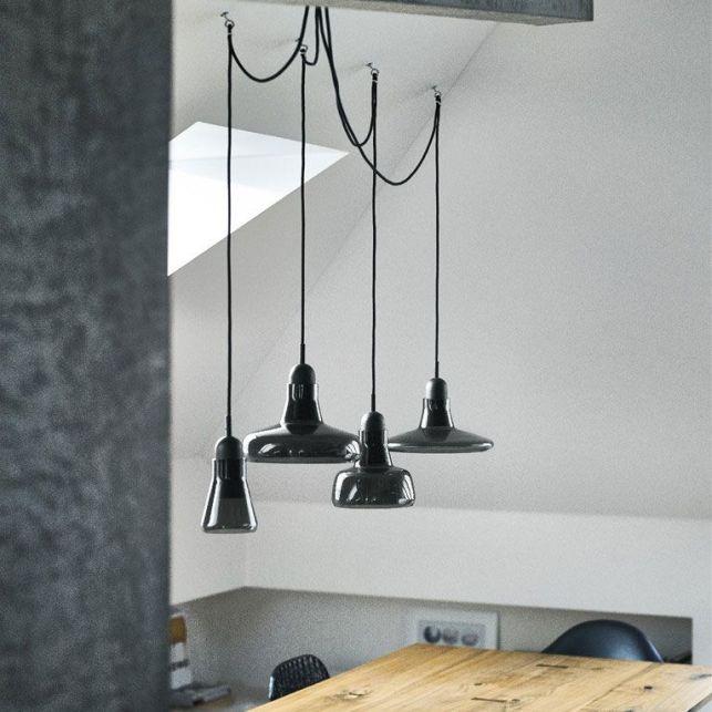 Un lustre fait main dans un style atelier français