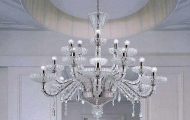 Ce lustre très design et sophistiqué embellira votre pièce tout en diffusant une lumière douce. © La Murrina