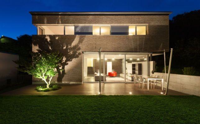 Mettre en valeur sa terrasse grâce aux spots LED extérieurs