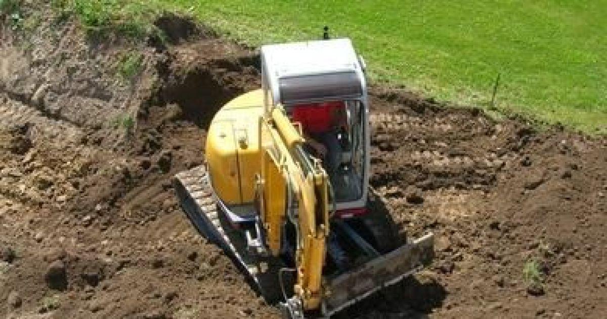 Niveler le sol et applatir le terrain avant la for Sondage terrain avant construction