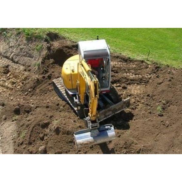 Niveler le sol et applatir le terrain avant la construction d 39 une maison - Preparer son terrain avant pelouse ...