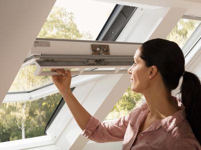 Ouvrir un Velux ou fenêtre de toit bloqué : les solutions