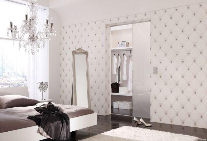 Ce papier peint boudoir très féminin aspire à la douceur et à la légèreté.© Loymina