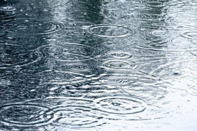 Peut-on couler du béton sous la pluie ?