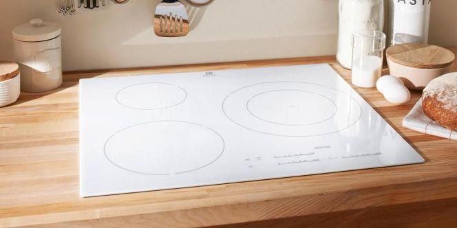 Plaque de cuisson vitrocéramique blanche