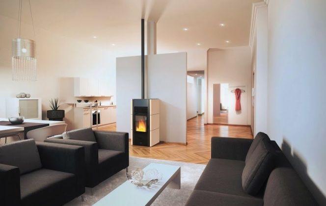 Ce poêle à granulés très esthétique dispose d'une finition en blocs de pierre et se fondra à merveille dans votre salon. © Brisach