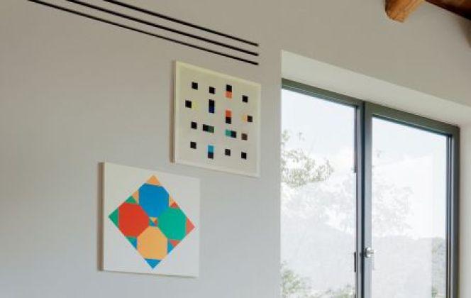 Ce poêle design apportera couleur et chaleur dans votre pièce. © Seguin