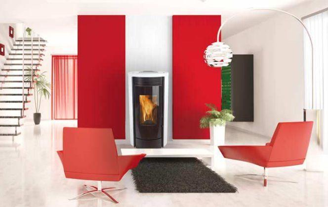 Ce poêle très contemporain se fondra à merveille dans votre pièce, apportant ainsi chaleur et touche de couleur ! © Wanders