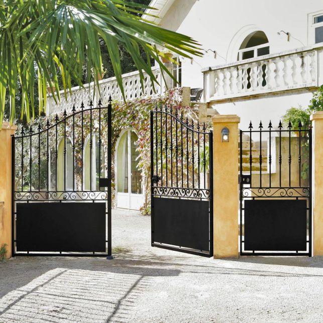 Optez pour un style traditionnel avec ce portail en fer