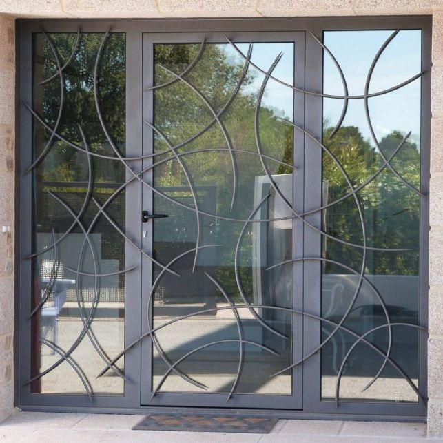 La porte artisanale en acier et verre
